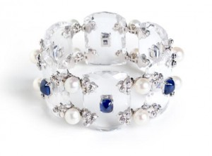 Crystal bracelet in 18k white gold with rock crystals, sapphires, pearls and diamonds.
