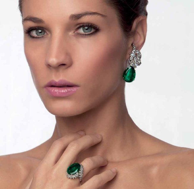 Cassetti earrings and ring with emeralds and diamonds set in white gold