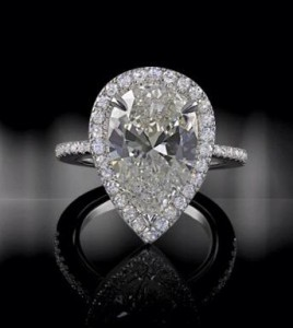 Solitaire Duchesse ring from High Jewellery collection set in 18k white gold with 4,41ct pear-shaped diamond.