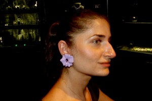 Flower earrings in coloured resine with amethysts