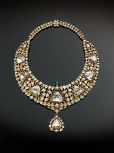 Necklace (kanthi), in gold set with diamonds and emerald. 1850-1875. The Al-Thani Collection.