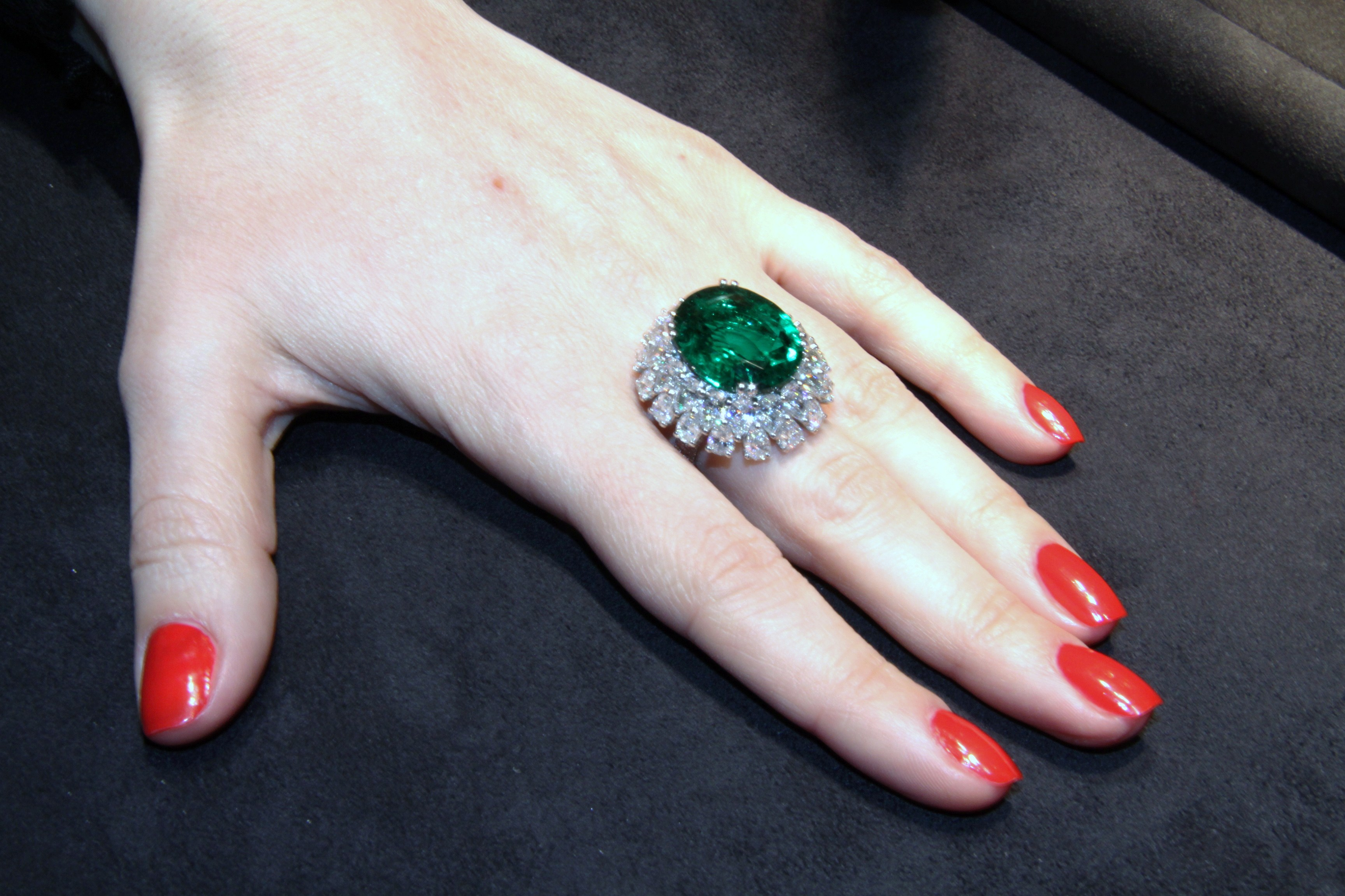 Gorgeous ring set with an impressive oval-shaped emerald and pear-shaped cut diamonds, Picchiotti