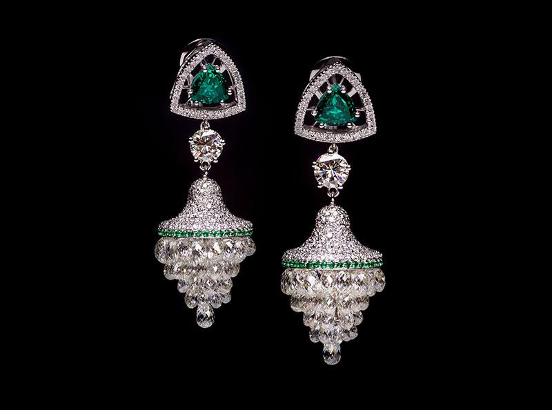 Segesta earrings set in white gold with triangle cut emeralds, briolette cut diamonds, diamnd pave', Di Gregorio Gioielli