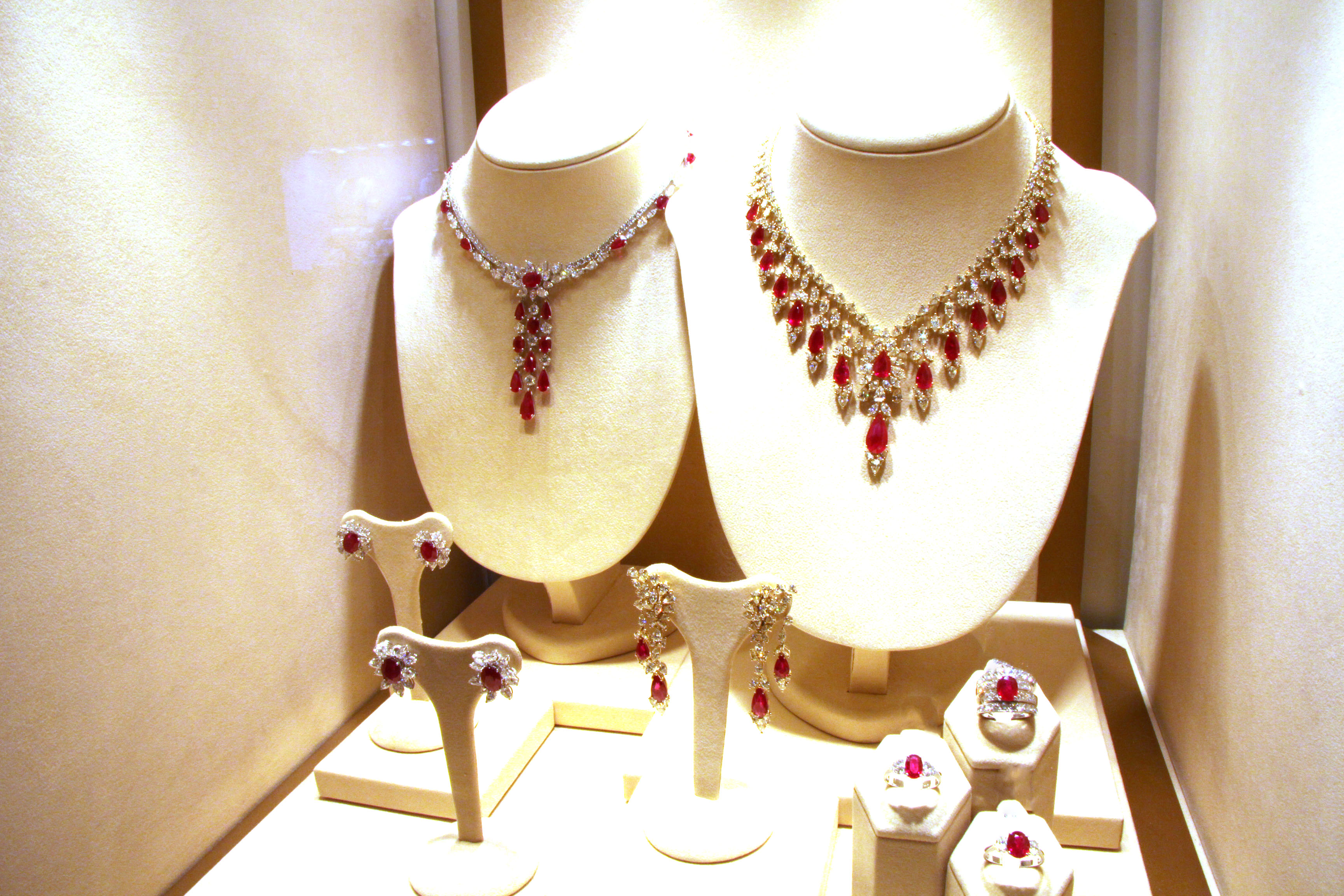Ruby and diamond pave' set, Istanboulli Gioielli