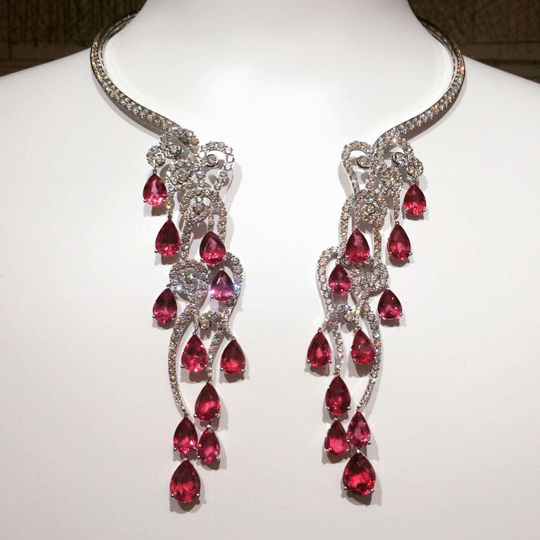 Necklace featuring pear shaped spinels, diamonds, Giampiero Bodino
