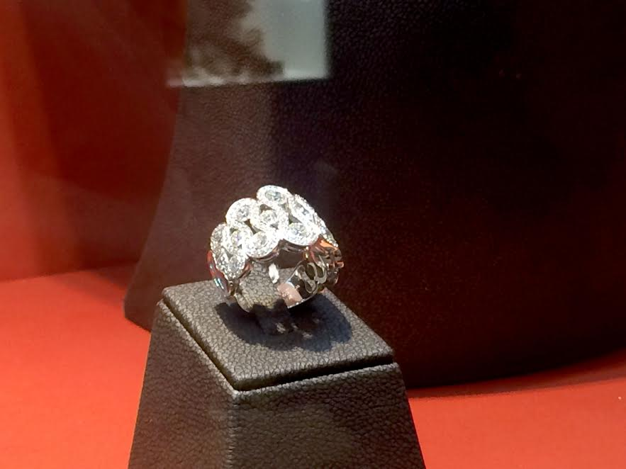 Wave ring with diamonds mounted in white gold, Waskoll Paris