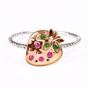 Mini Mio Strawberry ring made of white and pink gold with rubies, tsavorites, Vanessa Martinelli