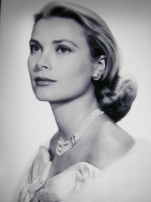 Grace Kelly, wearing Van Cleef&Arpels pearl jewellery