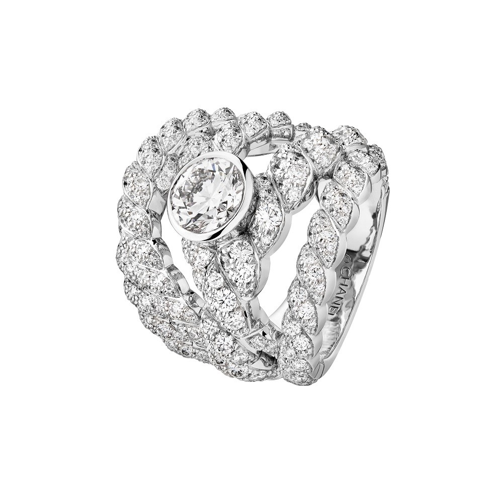 Sparkling Lines ring made of white gold with round cut diamond of 1,50ct and diamonds, Chanel Joaillerie
