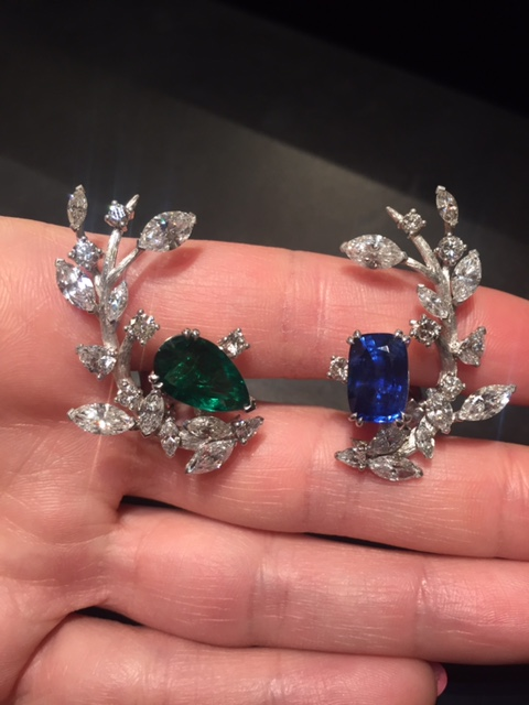Branche earrings in white gold with sapphire, emerald and diamonds, Reza